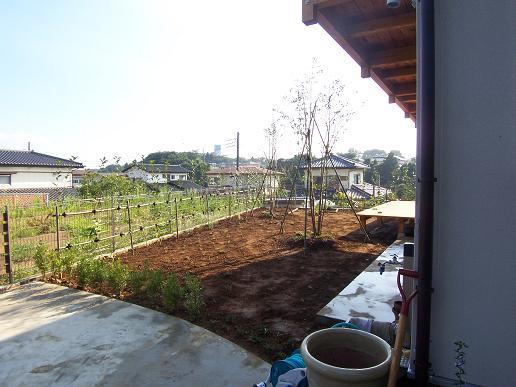 小砂の家に植栽が入りました。2007/8/8_a0039934_18333185.jpg