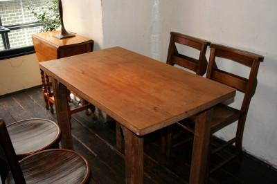 栗のテーブルで・・・_a0102486_918884.jpg