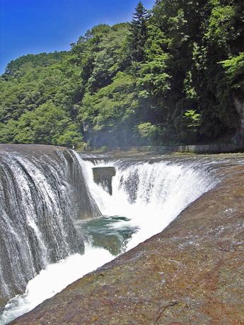 8月10日 吹き割りの滝_a0001354_2211195.jpg