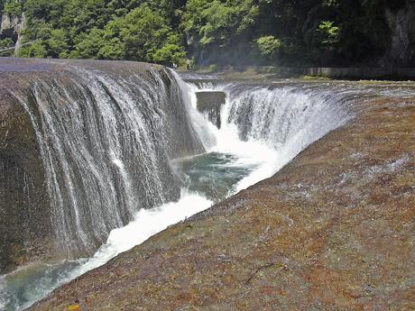 8月10日 吹き割りの滝_a0001354_22185990.jpg