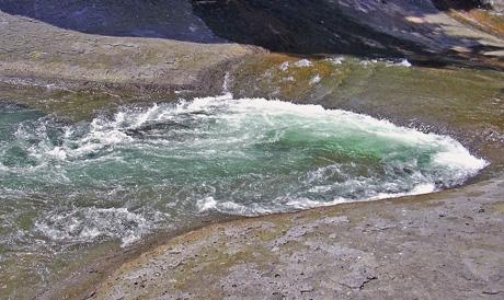 8月10日 吹き割りの滝_a0001354_2228577.jpg