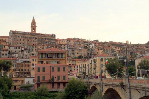Ventimigliaの旧市街 (+嫉妬小話)_f0090286_1261972.jpg