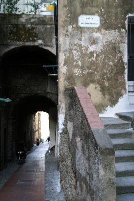 Ventimigliaの旧市街 (+嫉妬小話)_f0090286_1294640.jpg
