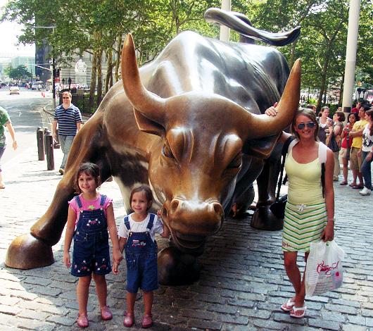 ニューヨークで一番有名な牛 チャージング・ブル_b0007805_9104478.jpg