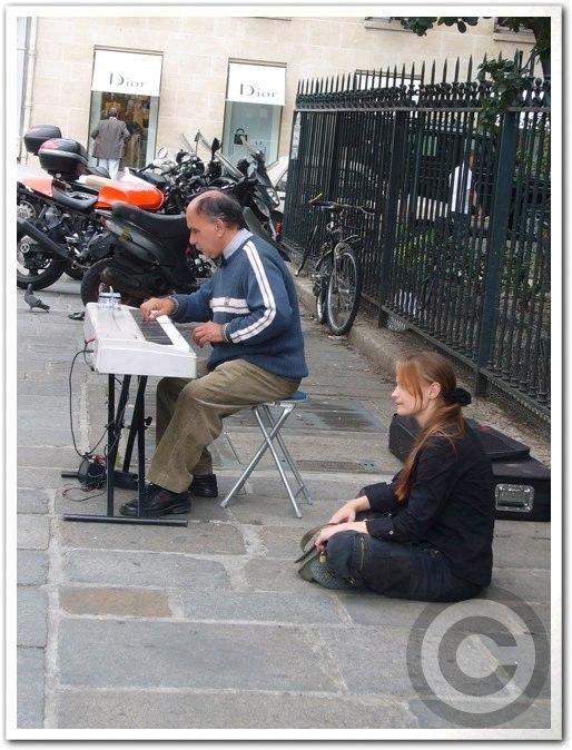 ■街角のミュージシャン(パリ)_a0008105_1815327.jpg