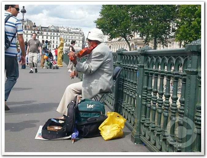 ■街角のミュージシャン(パリ)_a0008105_18172637.jpg