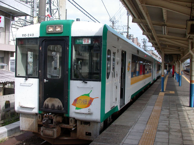 JR陸羽西線の快速列車_e0100772_21265112.jpg