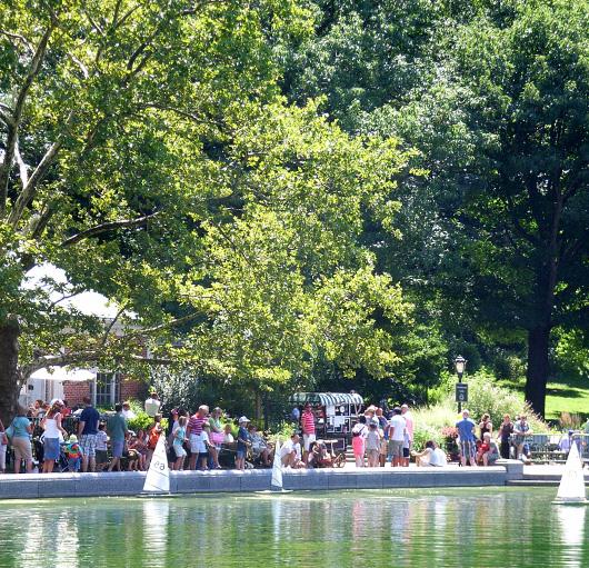 セントラルパークで模型ヨット遊びのできる池 Conservatory Water_b0007805_10435920.jpg