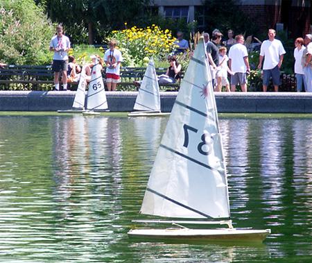 セントラルパークで模型ヨット遊びのできる池 Conservatory Water_b0007805_10443342.jpg