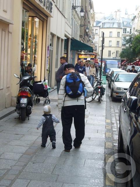 ■街角の親子(パリ)_a0008105_6325325.jpg