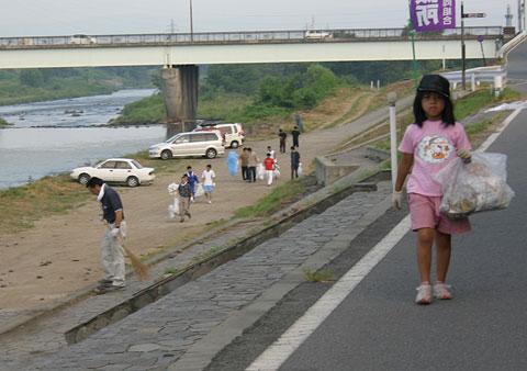 花火大会 後片付け隊大活躍_f0105218_12404670.jpg