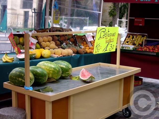 ■街角の果物(パリ)_a0014299_18244872.jpg