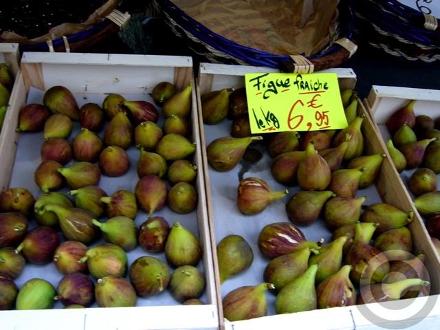 ■街角の果物(パリ)_a0014299_18262070.jpg