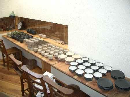 カフェ改め陶器ショップ?_f0130259_0355561.jpg