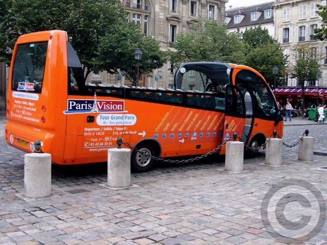 ■新しいタイプの観光バス(パリ)_a0008105_20364074.jpg