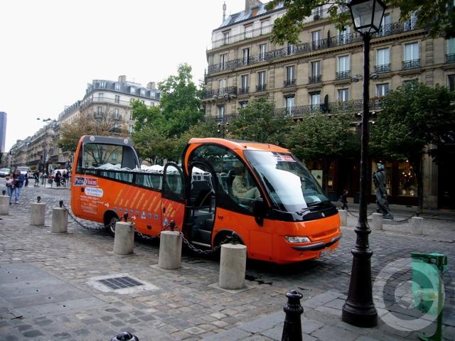 ■新しいタイプの観光バス(パリ)_a0008105_2037136.jpg