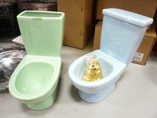 茨木サティでトイレ灰皿購入_b0054727_1184066.jpg