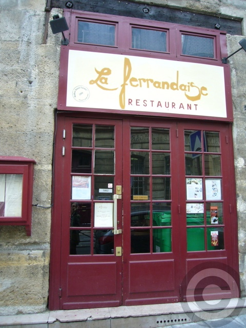 ■街角のビストロLa Ferrandaise(パリ)_a0014299_743566.jpg