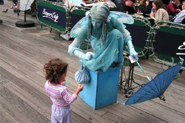 動かないパフォーマンス Living Statue_b0007805_111792.jpg