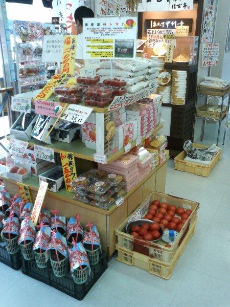 中央道パーキングエリアで四季菜のトマト販売_c0110298_2132267.jpg