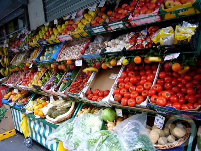 ■街角の果物とキノコ(パリ)_a0014299_857815.jpg