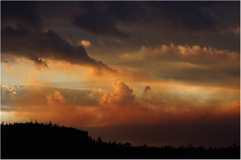 こんな空を見たら、御用心_f0137354_19385666.jpg