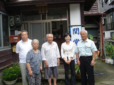 塚田参議院議員奥さん志保さん挨拶に_f0019487_1023256.jpg