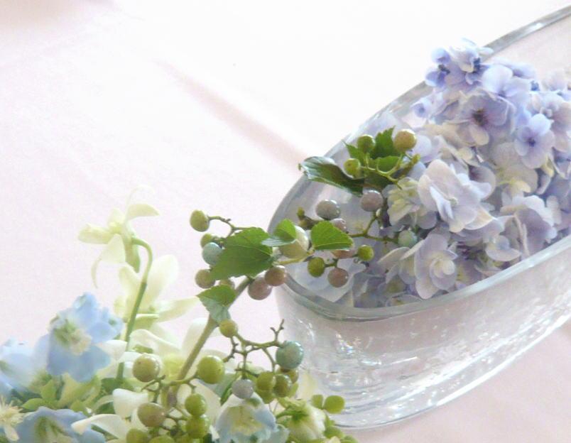 夏の水色 シェ松尾天王洲倶楽部さまの装花_a0042928_0441420.jpg