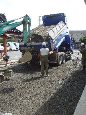 舗装工事始まる_c0111229_18235573.jpg