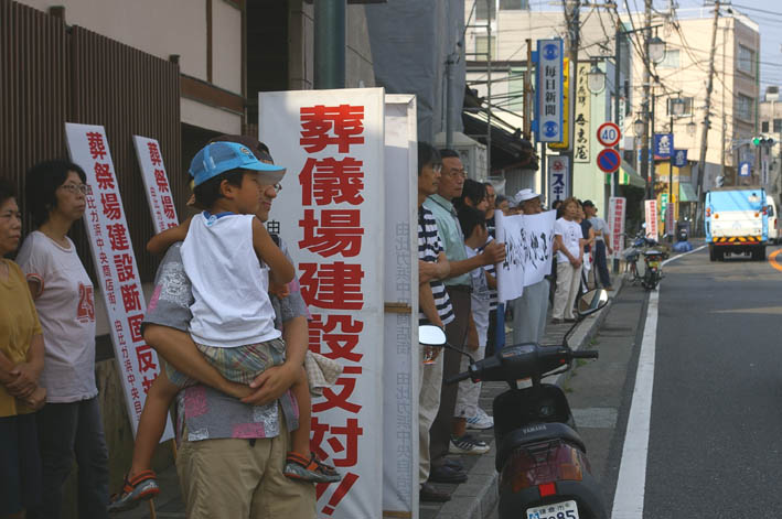 古都鎌倉・由比ガ浜通りの葬儀場強行着工、27日は見送り_c0014967_11354918.jpg