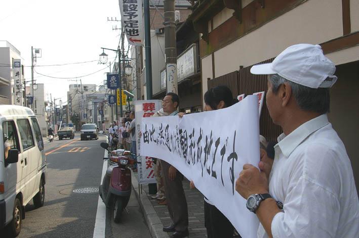 古都鎌倉・由比ガ浜通りの葬儀場強行着工、27日は見送り_c0014967_113666.jpg