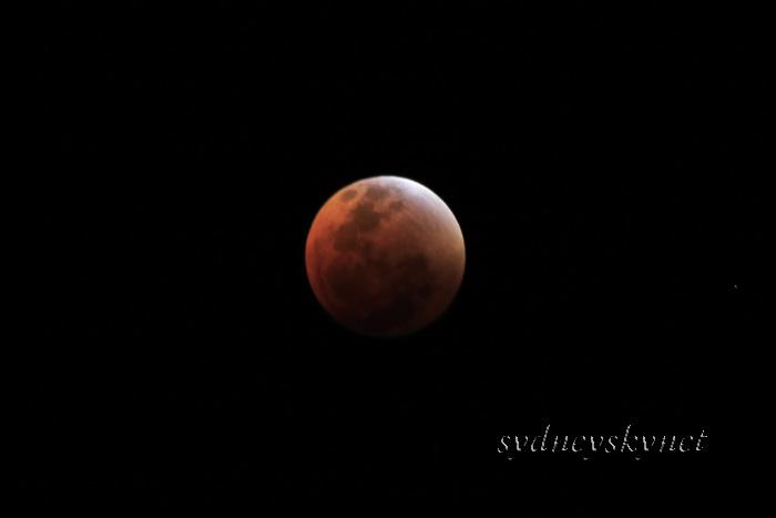 赤い月_f0084337_105108.jpg