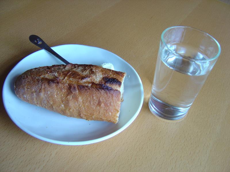 パンと水_f0072976_13384356.jpg
