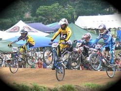 2007東日本BMX選手権大会inひたちvol11 ボーイズ9−10、11−12才クラス決勝の画像垂れ流し_b0065730_2361292.jpg