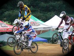 2007東日本BMX選手権大会inひたちvol12ボーイズ13−14、15−16才クラス決勝の画像垂れ流し_b0065730_1957598.jpg