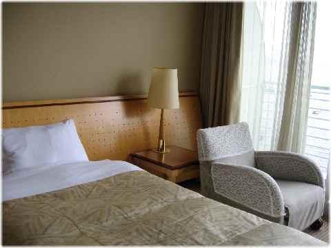 【琵琶湖ホテルの部屋と眺め】_b0009849_14454677.jpg