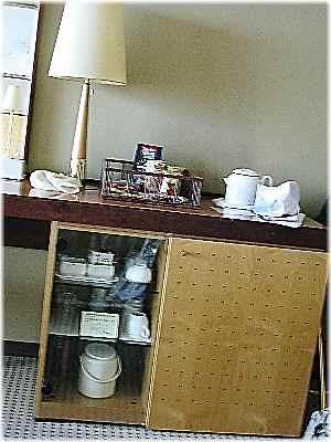 【琵琶湖ホテルの部屋と眺め】_b0009849_1447565.jpg