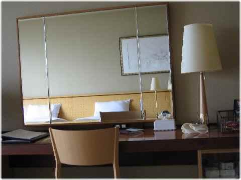 【琵琶湖ホテルの部屋と眺め】_b0009849_14484554.jpg