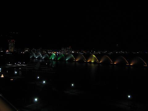 【琵琶湖ホテルの部屋と眺め】_b0009849_14535177.jpg