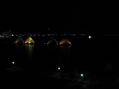 【琵琶湖ホテルの部屋と眺め】_b0009849_1456396.jpg