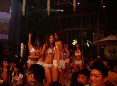 ■酒吧夜间盛景_e0094583_19505188.jpg