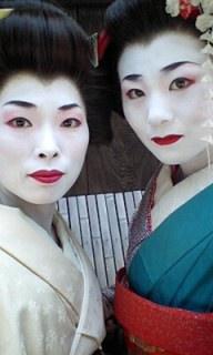 舞子さんと芸者さん登場_a0075684_2371267.jpg