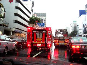 緊急車両接近_b0083801_4142852.jpg
