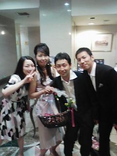 結婚式ですよ_e0049681_12182599.jpg