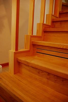無合板の家 階段も_e0114895_18534087.jpg