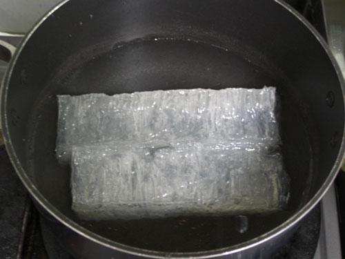 寒天1本を600ccの水で煮る