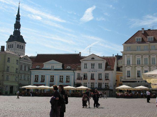 船の旅 (6月24日)タリンの観光( エストニア)_e0098241_10392337.jpg