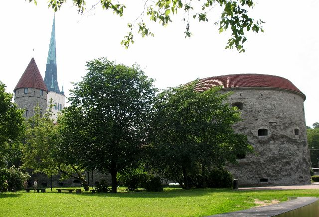 船の旅 (6月24日)タリンの観光( エストニア)_e0098241_10395866.jpg
