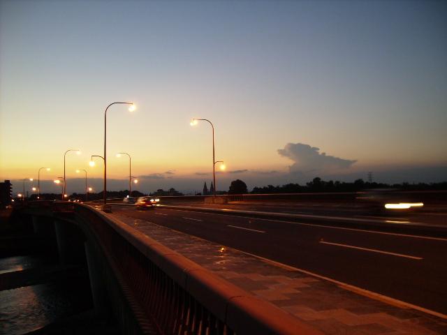 橋の上の風景_d0079147_1620647.jpg