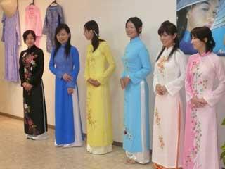 アオザイ ファッションショー_b0054727_22425596.jpg